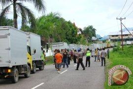 Supir Mobil Box Entikong Demo Kebijakan Malaysia
