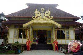 Artikel - Wisata Sejarah Ke Keraton Sultan Sambas (1)