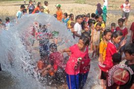 Ribuan orang ikut Mandi Safar di Riau