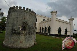 Gubernur Riau kutuk pembakaran Istana Siak