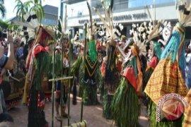 "Ritual ""Hudoq Kawit"" Warnai Festival Mahakam ke-12"
