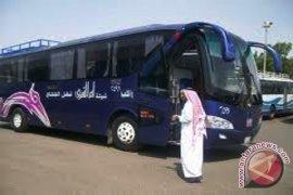 Empat bus jamaah haji tabrakan beruntun