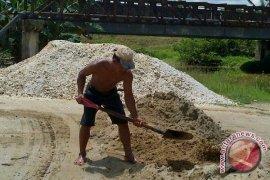 Banjir bandang di Lebak, bencana yang bawa berkah bagi penambang pasir