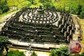 Seniman pameran lukisan peringati 200 tahun Borobudur