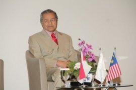 """Mahathir Berikan Kuliah Di UMB Tentang """"Membangun Budaya Lokal Di ASEAN"""""""