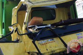 Polisi evakuasi 11 korban meninggal akibat kecelakaan