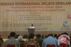 107 Makalah Disajikan Dalam Seminar Internasional Melayu Gemilang