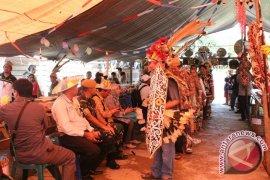 Kampung Merasa Gelar Pesta Adat Meja Panjang