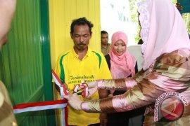 Bupati Serahkan Hasil Program Bedah Rumah 2012
