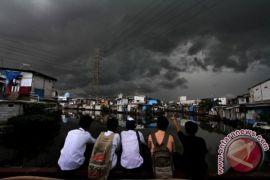 BMKG: waspadai hujan lebat-angin kencang wilayah Jakarta