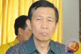 Gubernur minta masyarakat tenang hadapi erupsi Gunung Agung