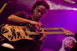 Gitar Balawan beradu biola di Java Jazz