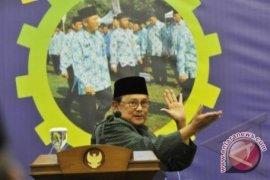 Habibie: Pejabat Negara Jangan Pimpin Parpol