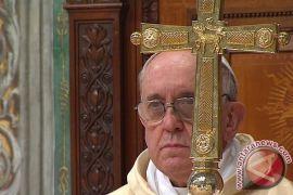 Paus Fransiskus tunjukkan reaksi spontan