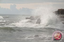 Gelombang Perairan Bengkulu-barat Lampung tiga meter