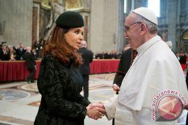 Paus Fransiskus bikin kejutan, menelepon ke Argentina