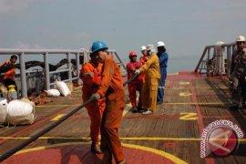 Kabel Bawah Laut PLTG Sebaung Mulai Dipasang