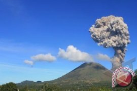 Gunung Lokon-Karangetang di Sulut masih berstatus siaga