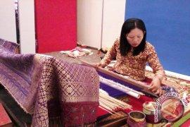 Tenun cual Bangka Belitung tembus pasar empat negara