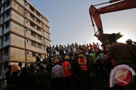 Bangunan ambruk di India renggut 13 korban jiwa