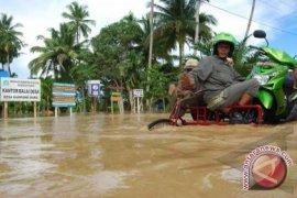 Ruas Jalan dan Jembatan Putus Diterjang Banjir