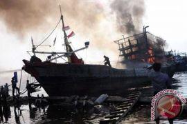 Satu kapal penumpang terbakar di Laut Jawa