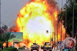 Bom mobil meledak di masjid Suriah, 40 orang tewas termasuk anak-anak