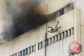 Pasien bunuh diri dengan meloncat dari kamarnya di lantai tiga RSUD Dr Soetomo