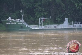 Polsek Belitang Hilir Periksa Kapal Bawa BBM
