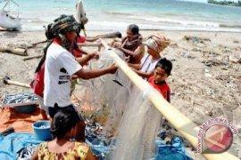 DKP Babel Salurkan 1.891 Alat Tangkap Ikan