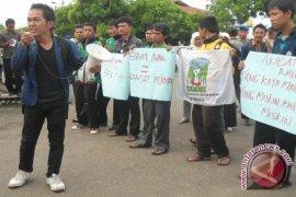 Dua unjukrasa tolak penaikan BBM di Bengkulu