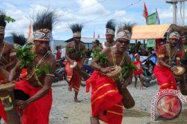 Ribuan warga masyarakat Jayapura padati lokasi Festival Danau Sentani