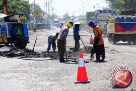 Pemkab Bogor targetkan 170 km perbaikan jalan