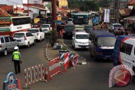 Simpang Jomin ke gerbang tol Cikopo padat