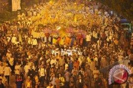 Jokowi Pawai Jalan di Jakarta Night Religious Festival