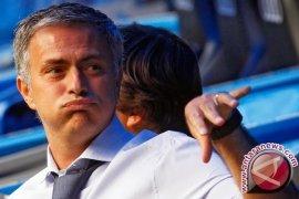 Mourinho diusir keluar lapangan saat United ditahan imbang West Ham