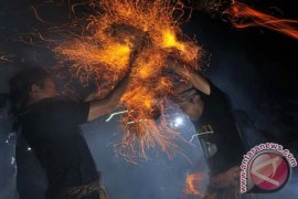 "Tradisi ""Mesiat Api"""
