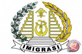 Imigrasi Krawang deportasi 16 tenaga kerja asing