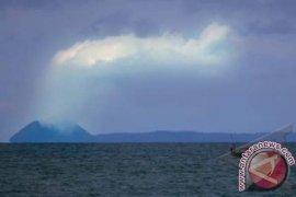 Anak Krakatau Semburkan Asap