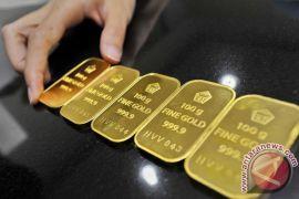 "Pembelian aset ""safe haven"" dorong harga emas melonjak hampir tiga persen"