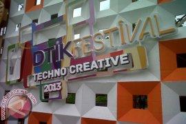 "Grup Band Triple X Tutup ""Dtik Festival"""