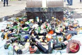 5.700 Botol Miras Ilegal Dimusnahkan