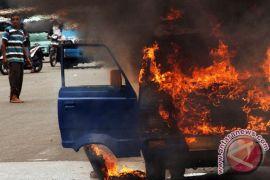 Sebuah angkot di Kota Bogor ludes terbakar