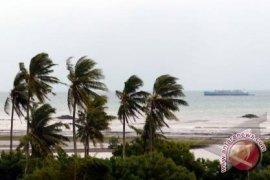 Masyarakat perbatasan Maluku diimbau waspadai hujan angin kencang