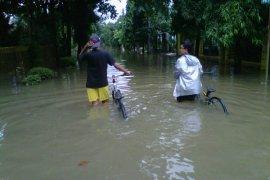 Aktivitas Warga Nasio Bekasi Lumpuh Akibat Banjir