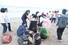 Grand Istana Rama Rayakan HUT Dengan Bersih Pantai