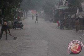 PVMBG: Abu Gunung Kelud Sampai Ke Tasikmalaya