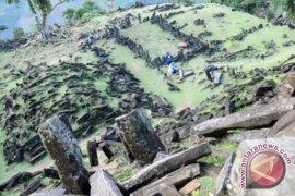 Misteri gunung Padang mengundang penasaran wisatawan