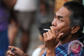 Informasi Bahaya Merokok Versus Iklan Rokok