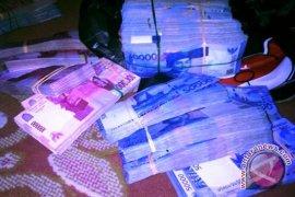 Alamak.. Uang Rp1,8 miliar bisa hilang di halaman kantor Gubernur Sumut